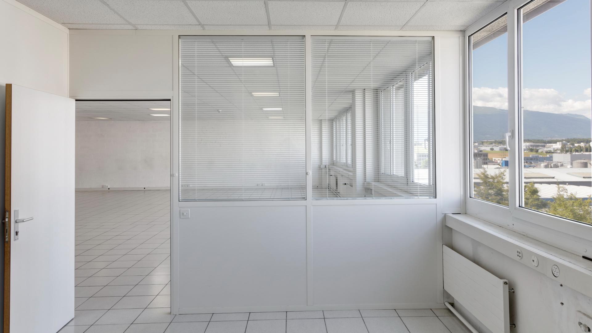 b ro gewerberaum 208 m2 3 stock zimeysa satigny. Black Bedroom Furniture Sets. Home Design Ideas